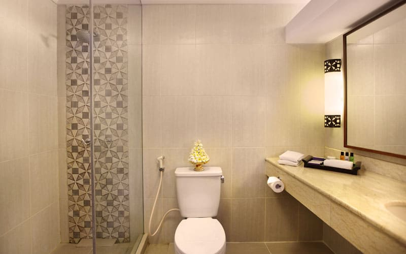 deluxe club cottage upper floor bathroom