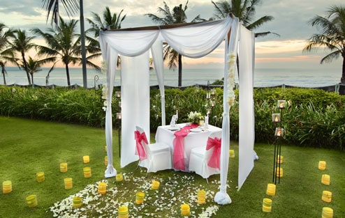 Surprise and pamper your soul mate with an intimate dinning experience in our ocean front or tropical garden pavilion gazebo. Experience truly